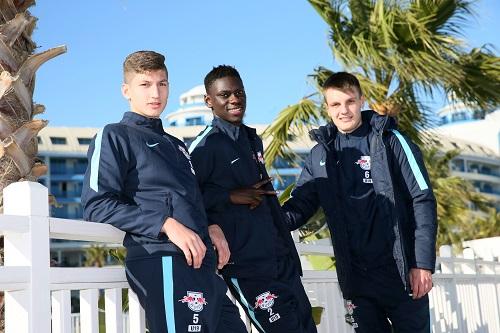 Profifußball ist keine lockere Zaunlümmelei. Vitaly Janelt, Idrissa Touré und Gino Fechner durften das bei RB Leipzig bereits erfahren. | GEPA Pictures - Roger Petzsche