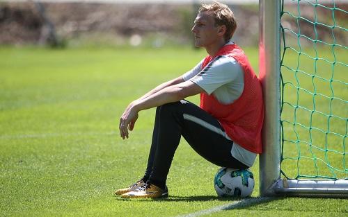 Emil Forsberg war im Test gegen den FC Sevilla zeitweise schon wieder der Herr über den Ball. | GEPA Pictures - Andreas Pranter