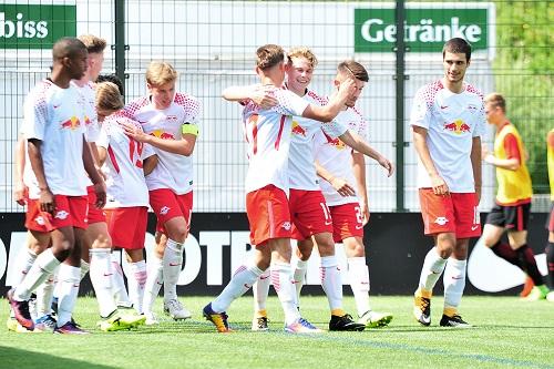 Jubel über das 1:0 von RB Leipzigs U19 gegen Eintracht Frankfurt durch Nicolas Fontaine. | Foto: Dirk Hofmeister