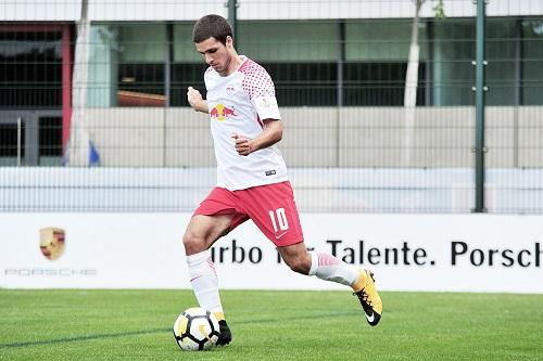 Elias Abouchabaka darf sich nun mit einem Profivertrag in der U19 von RB Leipzig versuchen. | Foto: Dirk Hofmeister