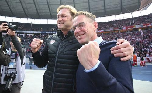 Ralf Rangnick und Ralph Hasenhüttl wollen auch am Ende dieser Saison bei RB Leipzig wieder was zu jubeln haben. | GEPA Pictures - Roger Petzsche