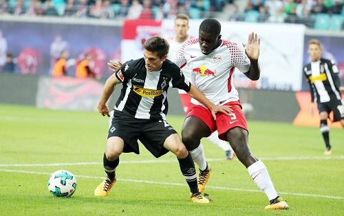 Umkämpftes Spiel zwischen RB Leipzig und Borussia Mönchengladbach. | GEPA Pictures - Sven Sonntag