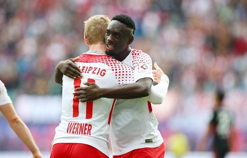 Matchwinner unter sich: Jean-Kevin Augustin und Timo Werner. | GEPA Pictures - Roger Petzsche