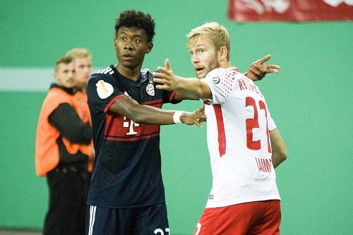 Viele Diskussionen im Spiel zwischen RB Leipzig und Bayern München. | Foto: Dirk Hofmeister