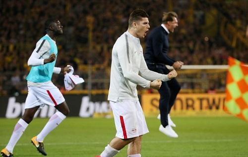 Jubelposen im Einklang bei RB Leipzig nach dem Spiel bei Borussia Dortmund. | GEPA Pictures - Roger Petzsche
