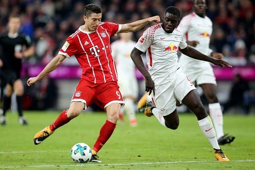 Robert Lewandowski mit der endgültigen Entscheidung im Spiel gegen RB Leipzig   GEPA Pictures - Marcel Engelbrecht