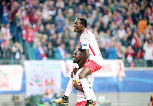 Freudvoller Pyramidenbau ala RB Leipzig. | GEPA Pictures - Roger Petzsche