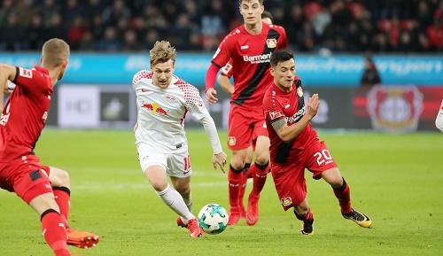 Bayer schaffte es gegen RB immer wieder, in Ballnähe in Überzahl zu agieren. | GEPA Pictures - Sven Sonntag