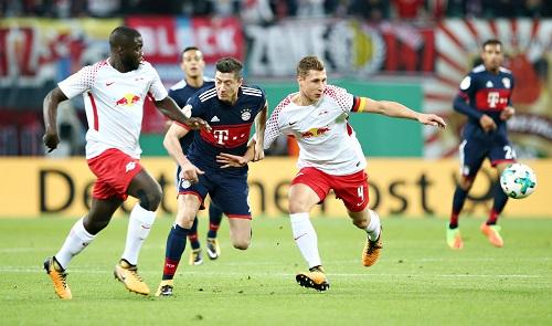 Willi Orban und Dayot Upamecano ergänzen sich bei RB Leipzig auf sehr gute Art und Weise. | GEPA Pictures - Roger Petzsche