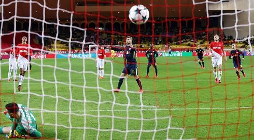 Die Entscheidung im Spiel zwischen dem AS Monaco und RB Leipzig. | GEPA Pictures - Roger Petzsche