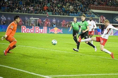 Timo Werner dreht das Spiel gegen Hannover 96 mit seinem Treffer zum 2:1. | Foto: Dirk Hofmeister