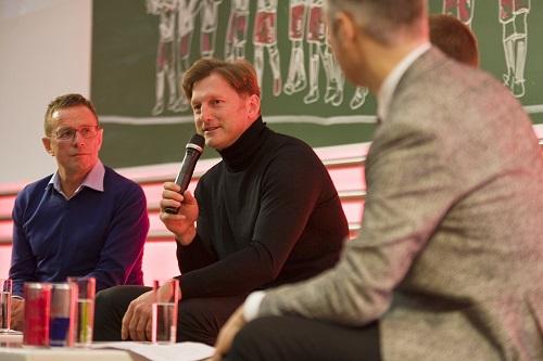 Die sportliche Leitung von RB Leipzig in ungewohntem Uni-Ambiente.   Foto: Dirk Hofmeister