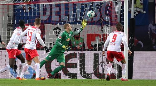 In den entscheidenden Situationen nicht wach genug. RB Leipzig gegen Hertha BSC.   GEPA Pictures - Sven Sonntag