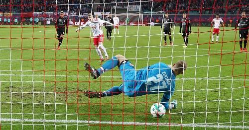 Timo Werner mit ein bisschen Glück zum 2:1 gegen Mainz. | GEPA Pictures - Roger Petzsche