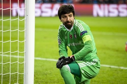 Besiktas-Keeper Tolga Zengin wird zum Matchwinner.   Foto: Dirk Hofmeister