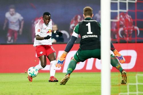 Bruma durfte sich gegen Schalke 04 als einer der Matchwinner für RB Leipzig empfinden. | GEPA Pictures - Roger Petzsche