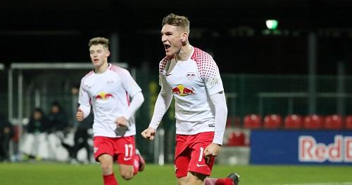Niclas Stierlin durfte sich über ein gelungenes Debüt bei den Profis freuen. Im Bild eine Archivszene aus der U19. | GEPA Pictures - Sven Sonntag