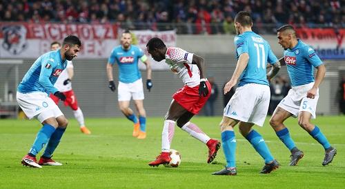 Im Netz des SSC Neapel verfingen sich die Spieler von RB Leipzig im Rückspiel 90 Minuten lang. | GEPA Pictures - Sven Sonntag