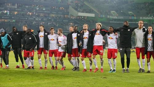 Wir sind nicht alle! Aber fast. Feiern will das Restteam von RB Leipzig aber in der Rückrunde trotzdem. | GEPA Pictures - Sven Sonntag