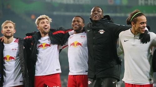 Ademola Lookman könnte auch kommende Saison in der Mitte der Kollegen von RB Leipzig jubeln. | GEPA Pictures - Sven Sonntag