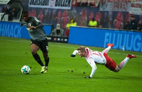 Timo Werner agierte gegen Augsburg immer auffällig, aber auch fast immer unglücklich   Foto: Dirk Hofmeister