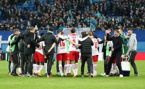 Lange gezittert, aber am Ende jubelt RB Leipzig doch über das Erreichen des Viertelfinales. | GEPA Pictures - Roger Petzsche