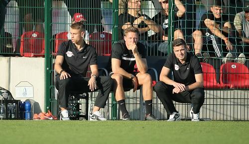Robert Klauß (re.) hockt künftig als Fußballlehrer bei der U19 von RB Leipzig am Spielfeldrand. | GEPA Pictures - Sven Sonntag