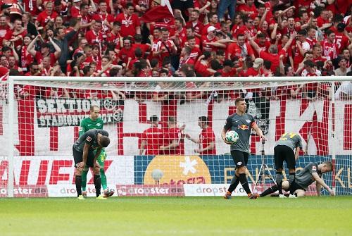 Abwehr-_Durcheinander bei RB Leipzig. Symbolbild. | GEPA Pictures - Roger Petzsche