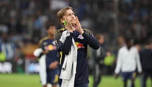 Sag zum Abschied leise Servus. Emil Forsberg verabschiedet sich von den RB-Fans und von Europa. | GEPA Pictures - Sven Sonntag