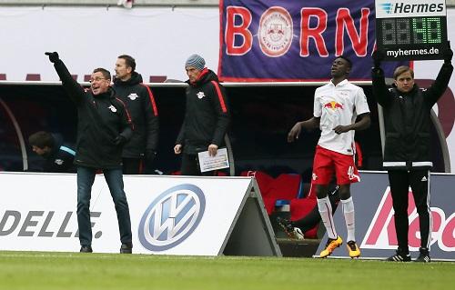 Das letzte Mal, dass ein Talent aus dem eigenen Nachwuchs bei RB Leipzig wenigstens ein paar Minuten Spielzeit bekam, ist schon wieder über zwei Jahre her. Idrissa Toure (inzwischen Bremen) im Spiel gegen 1860 München in der zweiten Liga. | GEPA Pictures - Roger Petzsche