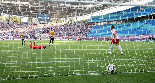 Viermal lag der Ball bei RB Leipzig gegen den BK Häcken im Netz. Immer in dem der Gäste. | GEPA Pictures - Sven Sonntag