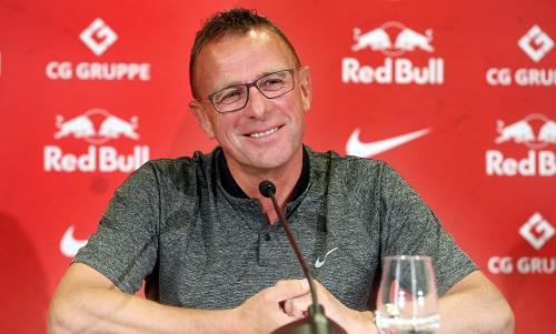 Ralf Rangnick zu Gast bei Freunden oder bei einer Pressekonferenz? Oder beides? | GEPA Pictures - Roger Petzsche