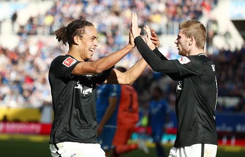 Yussuf Poulsen als Matchwinner bedankt sich für die Vorarbeit zum 1:0 bei Timo Werner. | GEPA Pictures - Roger Petzsche