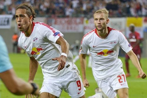 Yussuf Poulsen und Konrad Laimer bejubeln das 2:2 gegen Red Bull Salzburg. | Foto: Dirk Hofmeister