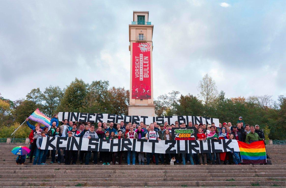 """""""Unser Sport ist bunt - Kein Schritt zurück"""""""