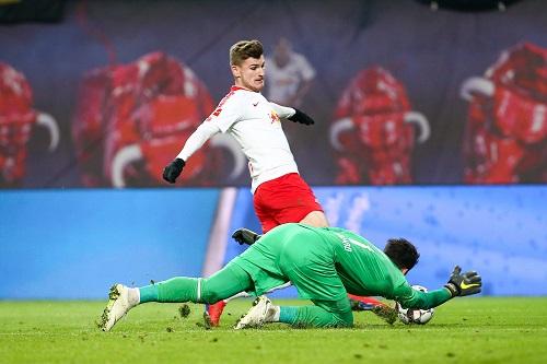 An Roman Bürki kam im Spiel gegen den BVB kein RB-Spieler vorbei. | GEPA Pictures - Gabor Krieg