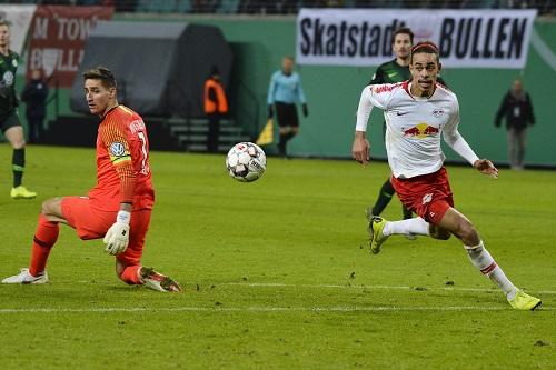 Selbst ein ausgespielter Casteels bedeutet nicht, dass RB Leipzig das zu einem Tor nutzen kann. | Foto: Dirk Hofmeister