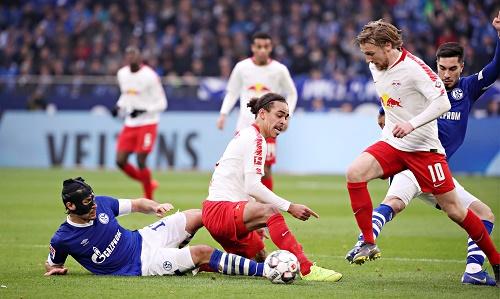 Viel Kampf, viel Krampf, wenig Spielkultur zwischen RB Leipzig und Schalke 04. | GEPA Pictures - Sven Sonntag
