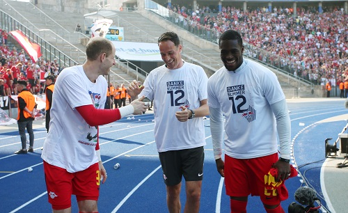 Frederik Gößling (Mi.) darf längerfristig mit den RB-Keepern arbeiten. | GEPA Pictures - Roger Petzsche