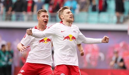 Emil Forsberg schießt per Elfmeter den Sieg gegen Freiburg heraus. | GEPA Pictures - Sven Sonntag