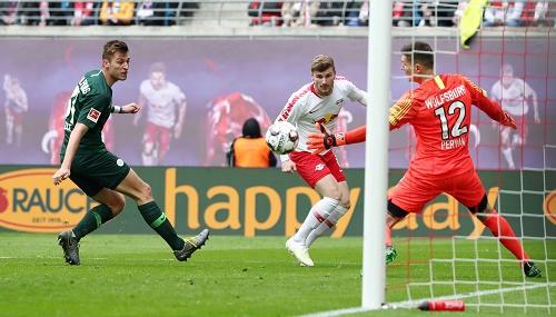 Ein Sieg der Effizienz. Timo Werner macht das 2:0 gegen den VfL Wolfsburg. | GEPA Pictures - Roger Petzsche