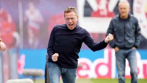 Ralf Rangnick angesichts der Champions-League-Qualifikation mit einer emotionalen Reaktion, wie man sie von ihm nicht allzu oft sieht. | GEPA Pictures - Sven Sonntag