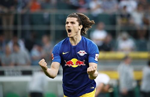 Marcel Sabitzer schreit nach dem Schlusspfiff die Freude über den großen Schritt Richtung Champions League heraus. | GEPA Pictures - Roger Petzsche