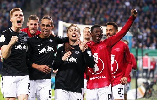 Emil Forsberg schießt den entscheidenden dritten Treffer gegen den Hamburger SV. | GEPA Pictures - Sven Sonntag