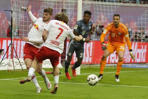 Die Offensivbemühungen von RB Leipzig wirkten gegen die Bayern gelegentlich etwas ungelenk. | Foto: Dirk Hofmeister